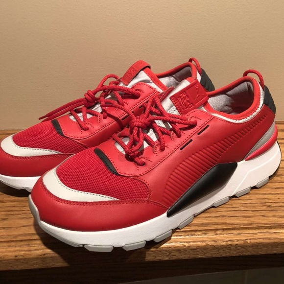 red new pumas